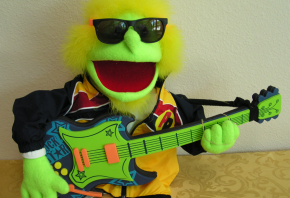 green puppet guitarist